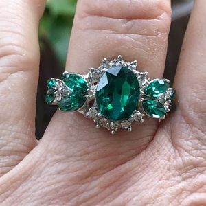 🍃💐💰DEAL! Gorgeous'Emerald' Ring-no hallmark💐🍃
